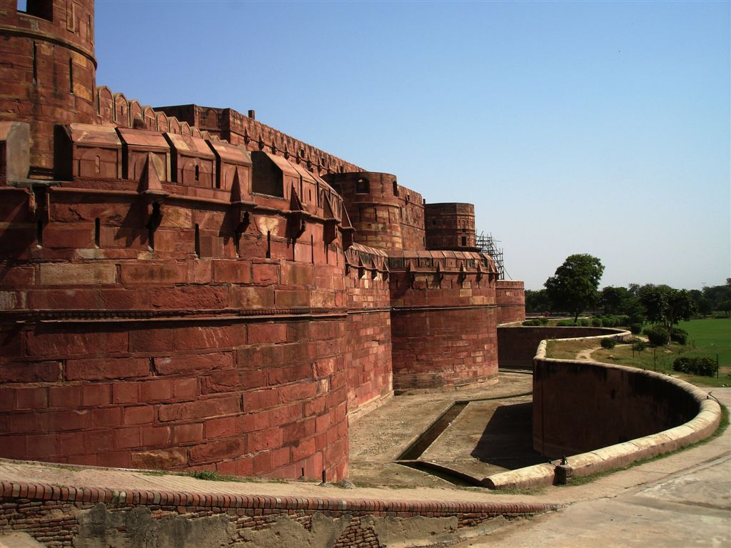 the red fort Founded by emperor shah jahan and just a few decades older than the palace  of versailles in france, this fort took 10 years to construct (1638–48) it had the.